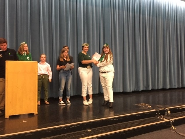 Anna of Conejo-Simi 4-H presenting Ashley with a Gold Medal Illustrated Talk Certificate.