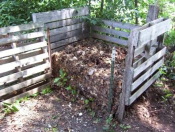 compost bin from recycled pallets... from San Joaquin Master Gardeners