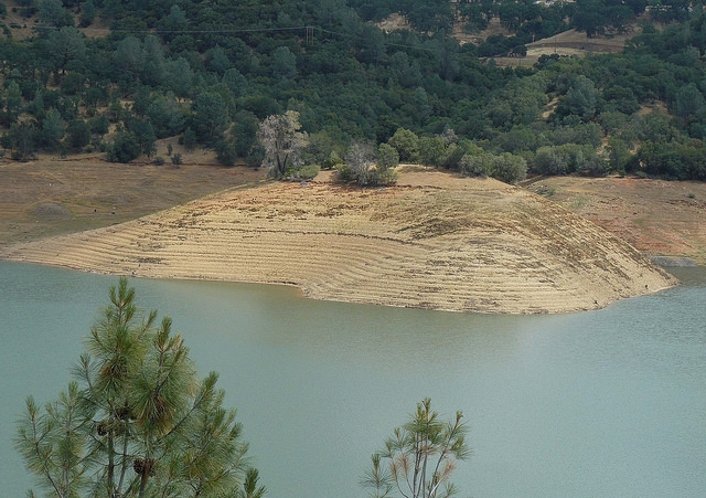 Barren shorelines characterize many California reservoirs due to the drought. Above is Lake Don Pedro at 53 percent of capacity. (Photo: CC By 2.0)