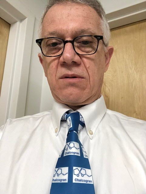 UC Davis distinguished professor and symposium moderator Walter Leal wears a tie depicting the chemical structure of Wittko Francke's favorite compound: chalcogran.