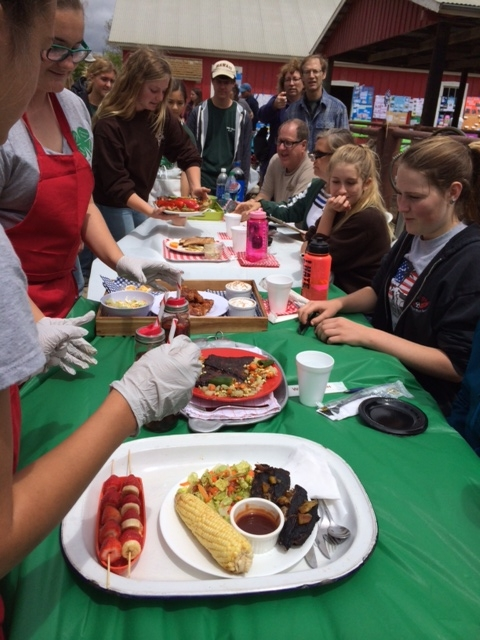4H youth participate in Iron Chef Judging