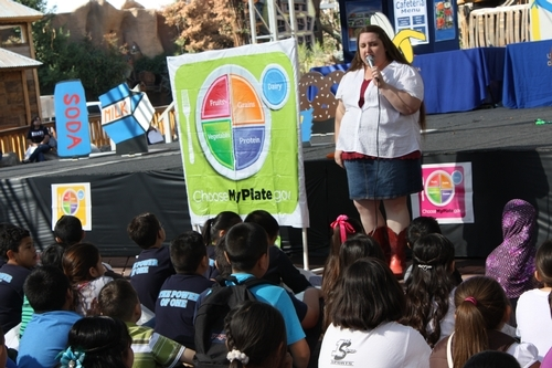 Students at the 2014 Fresno County Farm and Nutrition Day learning about good eating habits.