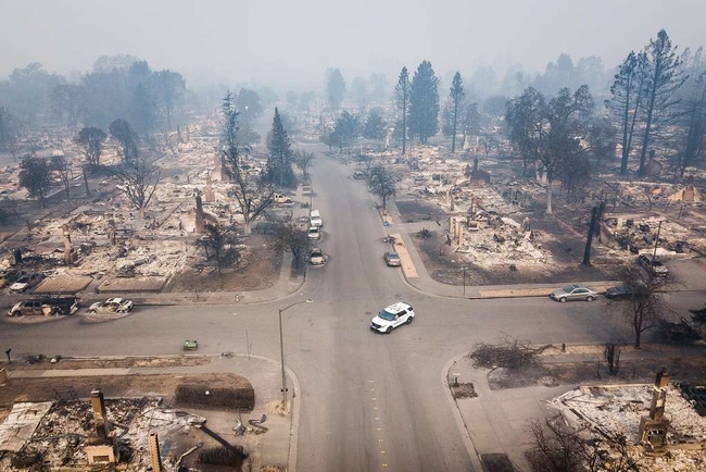 201710 Tubbs Fire, Coffee Park. Photo by Elijah Nouvelage, The Chronicle