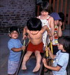 Haga clic en la foto (kids playing)