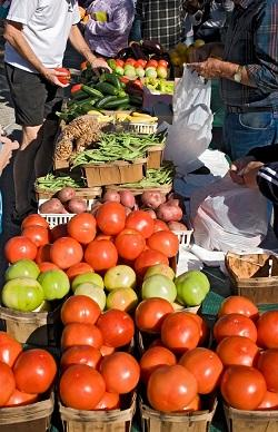 Farmers Market, photo from UC/ANR