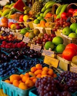 Farmers' Market fruit, photo from UC/ANR