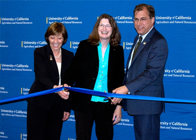 From left, California Department of Food and Agriculture secretary Karen Ross, UC ANR VP Barbara Allen-Diaz and Davis Mayor Joe Krovoza cut the ribbon to new building.