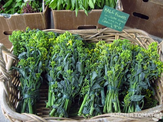 Edible Kale flowers<br>photo: Summertomatoes.com