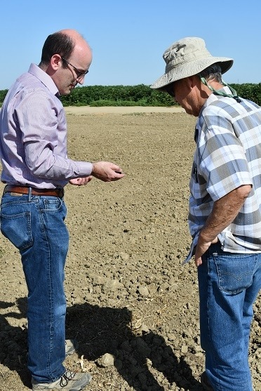 Justin Diener (left) of Red Rock Ranch in Five Points, CA hosting Rick Reed of the University of Georgia