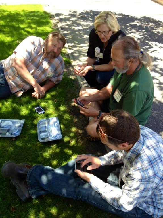 UC ANR's Jeannette Warnert teaches California Naturalist instructors how to use iNaturalist on their mobile devices.