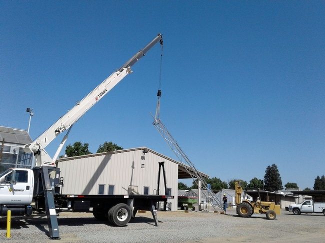 Workers at Kearney raise a tower to blanket the 330-acre research center with high-speed wireless internet. (Photo: Julie Sievert) for Green Blog Blog