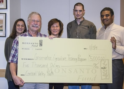 Jeff Mitchell receiving a $5000 grant from Monsanto.