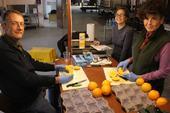 David Obenland, Jamie Nemecek, Mary Lu Arpaia evaluate fruit