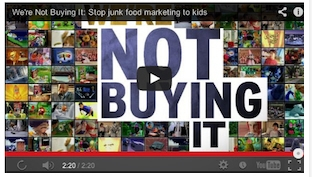 "Vea el video ""We're Not Buying It"" (No lo vamos a comprar), al final de este artículo."