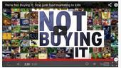"""Vea el video """"We're Not Buying It"""" (No lo vamos a comprar), al final de este artículo."""
