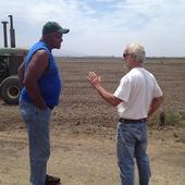Will Allen con el granjero Phil McGrath.