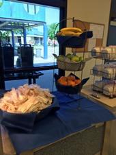 Ofrecer frutas en un exhibidor elegante incrementó su consumo en un 20 por ciento.