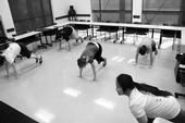 Las educadores de nutrición del condado de San Joaquín haciendo ejercicio después del trabajo.