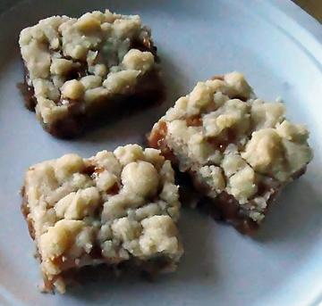 Barritas de caramelo y mantequilla. (Fotografía por Kathy Keatley Garvey).