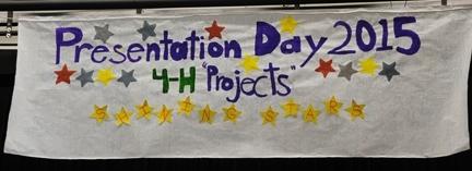 Una pancarta promoviendo el Día de la Presentación del Programa 4-H del Condado de Solano. (Fotografía por Kathy Keatlehy Garvey).