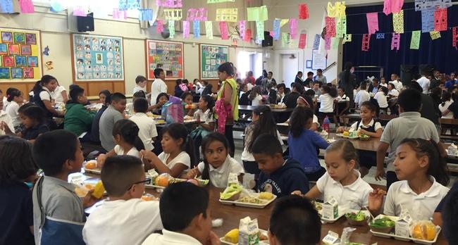 El Congreso del país considera la reautorización de la Ley Niños Saludables y sin Hambre del 2010.