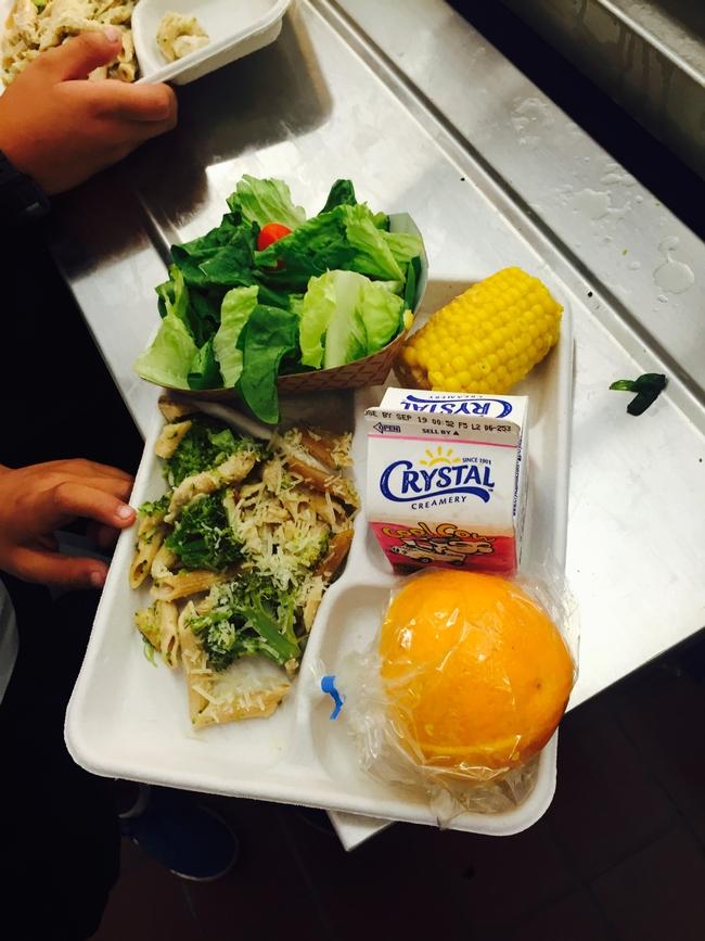 La charola del almuerzo de un estudiante. Fotografía por Dieanna Davis.