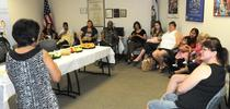 Las participantes de WIC en una de las clases de nutricion. (Fotografía: USDA) for Blog de Alimentos Blog