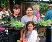 El Programa La Mesa Verde de San José ayuda a familias de recursos limitados a establecer su propio huerto.