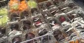 Melón y ciruelas para las escuelas. Las nuevas reglas del USDA requieren que los bocadillos que se sirven en las escuelas cumplan con estándares similares a las comidas escola