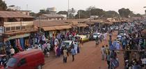 La investigación de la UC en Gambia reveló cambios en las características de la leche materna durante las dos diferentes estaciones del país – cuando el suministro de alimentos difiere significativamente. (Fotografía: Wikimedia Commons) for Blog de Alimentos Blog