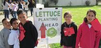 Estudiantes del tercer grado de la primaria Fremont se unieron a sus compañeros de clases, durante el Día de la Granja y Nutrición celebrado el año pasado. for Blog de Alimentos Blog