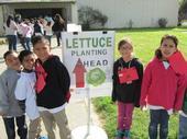 Estudiantes del tercer grado de la primaria Fremont se unieron a sus compañeros de clases, durante el Día de la Granja y Nutrición celebrado el año pasado.