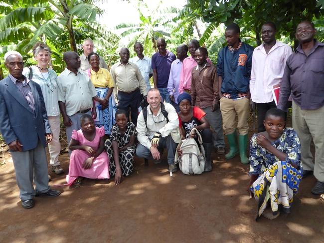 La reunión con subcontratistas de aguacates en Tanzania.
