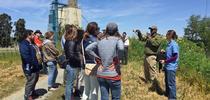 """""""La alimentación de un 80 por ciento de las aves acuáticas depende de la agricultura"""", dijo Dawit Zeleke (segundo de izquierda a derecha). for Blog de Alimentos Blog"""