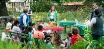 Los estudiantes aprenden sobre propagación en el programa de huertos escolares de Excávalo, cultívalo y cómelo del condado de San Marín. for Blog de Alimentos Blog