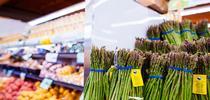 Los consumidores que compran frutas y verduras en tiendas localizadas en vecindarios de bajos recursos de California podrían pagar más por estos productos que los compradores de otros vencindarios, según in estudio del Instituto de Políticas sobre Nutrición de UC, que analizó los precios en una amplia muestra de tiendas por todo el estado. for Blog de Alimentos Blog