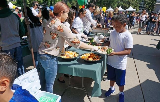 Los estudiantes disfrutaron de un almuerzo saludable.