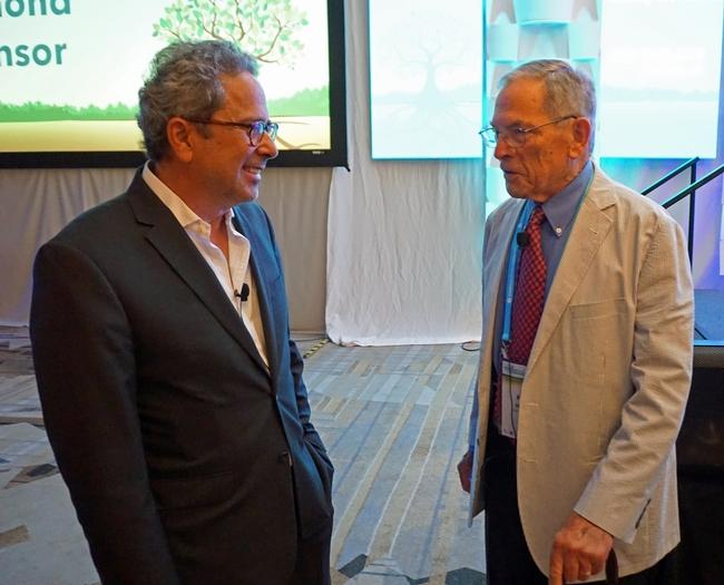 El asambleísta Richard Bloom (izquierda) y Kenneth Hecht, del Instituto de Políticas sobre Nutrición.