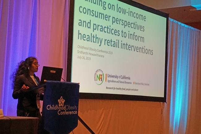 Sridharshi Hewawitharana presentó los resultados de la investigación de NPI sobre las tiendas de comestibles minoristas.