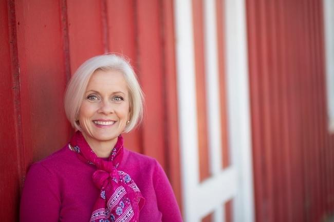 """""""Me encanta el aspecto multifacético de mi carrera en UC, el cual me ha permitido servir a la comunidad y a mis colegas de maneras creativas y significativas"""", expresó Rose Hayden-Smith, asesora emérita de Extensión Cooperativa de UC. Fotografía por Isabel Lawrence"""