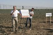 Jeff Mitchell, left, presents research results at a UC ANR West Side Research and Extension Center field day.