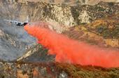 Fire retardant drop on a Southern California wildfire. (Photo: Wikimedia Commons)