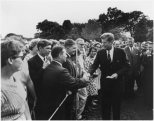 President Kennedy greets Peace Corps volunteers in 1961. (Photo: Wikimedia Commons.)