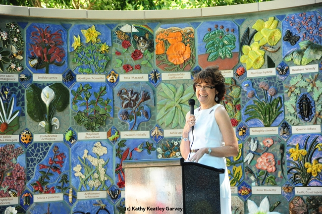 Kathleen Socolofsky, director of the UC Davis Arboreteum, at a ceremony honoring the donors. (Photo by Kathy Keatley Garvey)