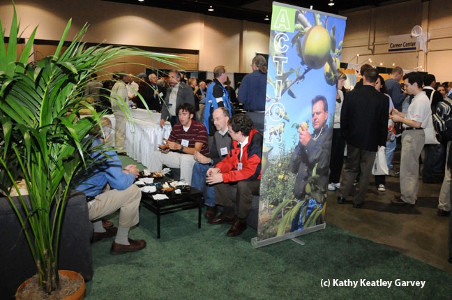 This was a scene from ESA's 2008 annual meeting, held in Reno. (Photo by Kathy Keatley Garvey)