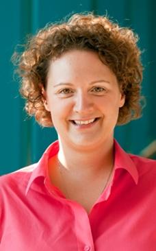 Elina Niño, Extension apiculturist