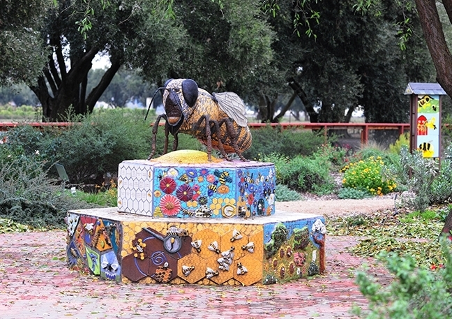 A mosaic-ceramic sculpture, Miss Bee Haven, anchors the Häagen-Dazs Honey Bee Haven. It is the work of Donna Billick of Davis, a self-described