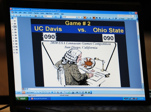 SCORE between UC Davis and Ohio State teams stood knotted at 90-90 before Ohio State answered the next question correctly. The 2010 Linnaean Games drew an enthusiastic crowd. Ohio State toppled the University of Nebraska for the championship. (Photo by Kathy Keatley Garvey)