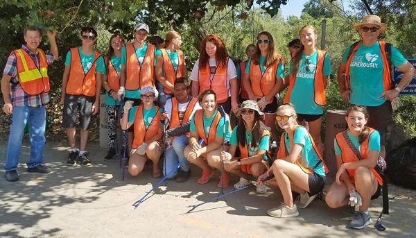 4-H teen leaders from California and Wisconsin volunteering at the Santa Ana River cleanup. Photo by Claudia Diaz.