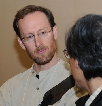 ay Rosenheim, shown here talking to a colleague at a meeting of the Entomological Society of America, is a newly elected Fellow of the American Associ
